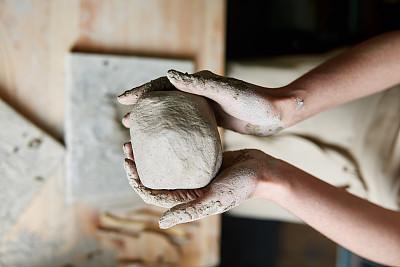 雕塑艺术家粘土