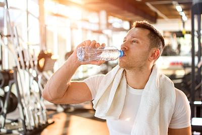 健身房饮用水图片