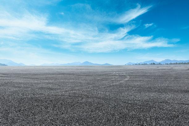 蓝天下的一大块空地