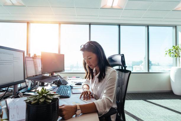 办公室女人图片