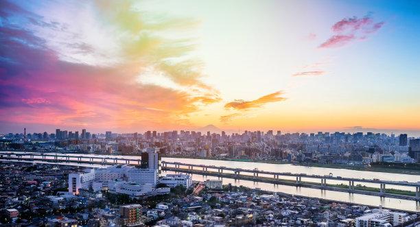 东京黑云压城城市天际线