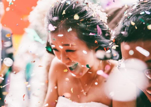 新娘五彩纸屑图片