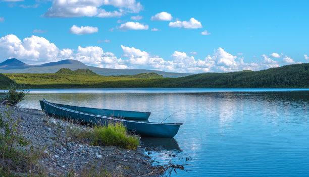湖海滩独木舟