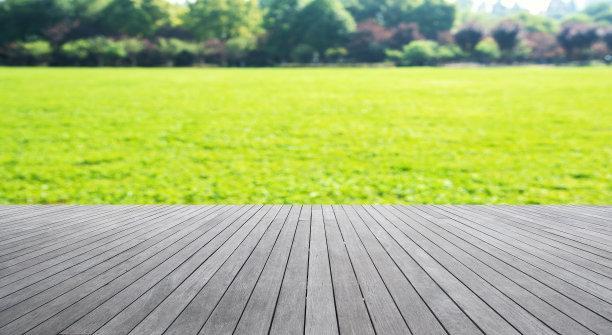 草地和木板