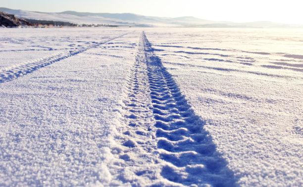 贝加尔湖雪轮胎