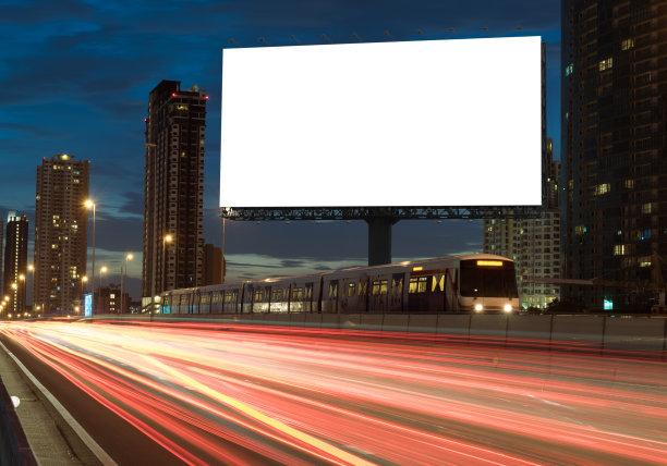 铁路旁空白广告栏