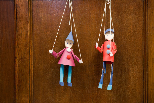 两个物体木偶悬挂的