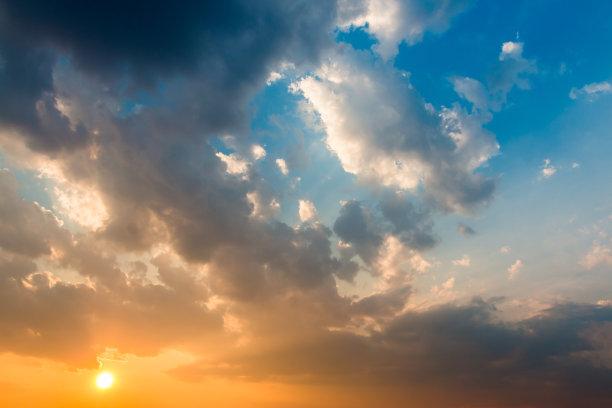 云景,色彩鲜艳,黑云压城