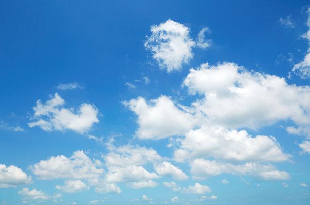 天空中的白云