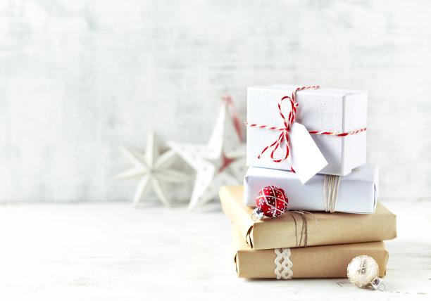 浅色礼物包装盒