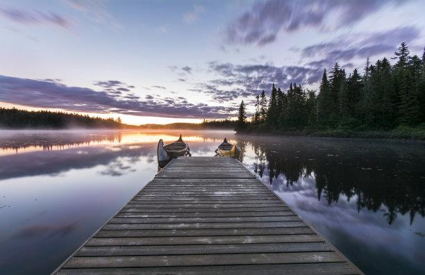 用篙撑船,热霾,倒影湖