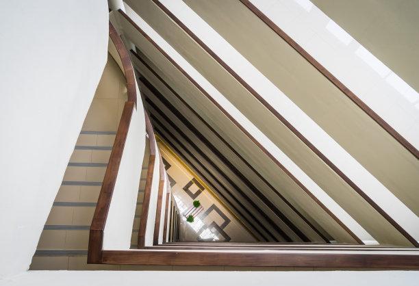 楼梯三角形抽象
