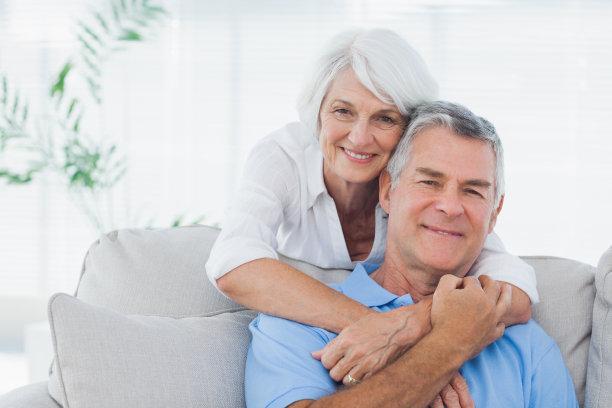 老年伴侣合影