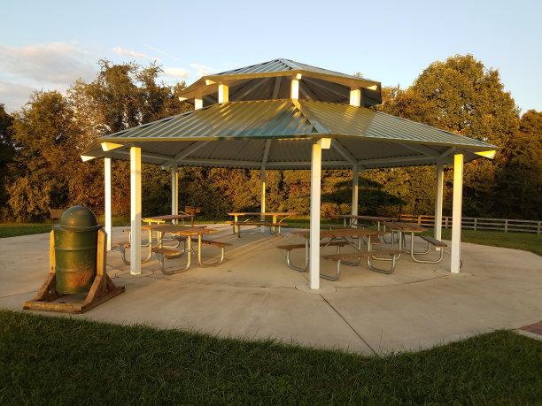 亭台楼阁户外野餐桌