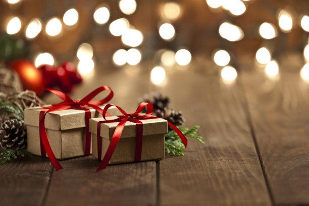 圣诞礼物木制背景