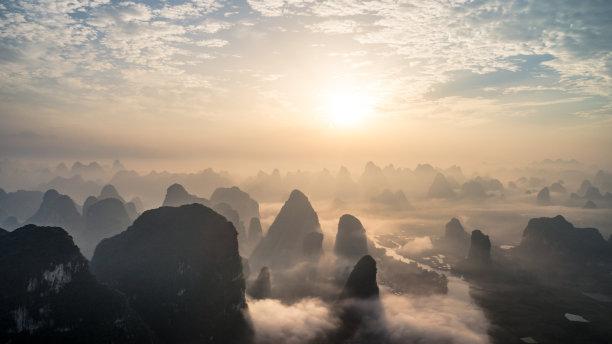 早晨云景山