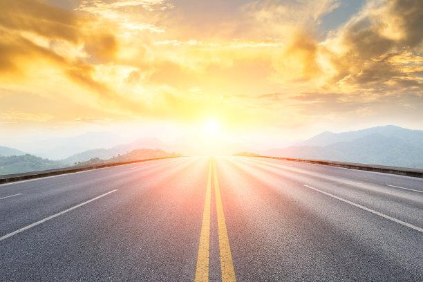 太阳下的路面