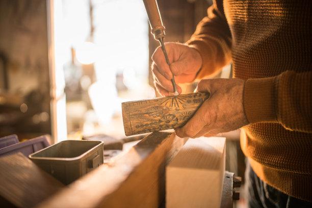 木制老年男人图片