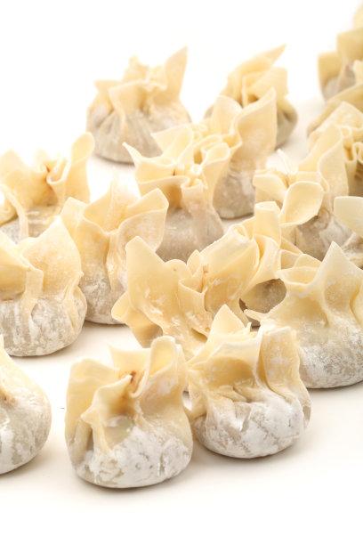 白色背景饺子图片
