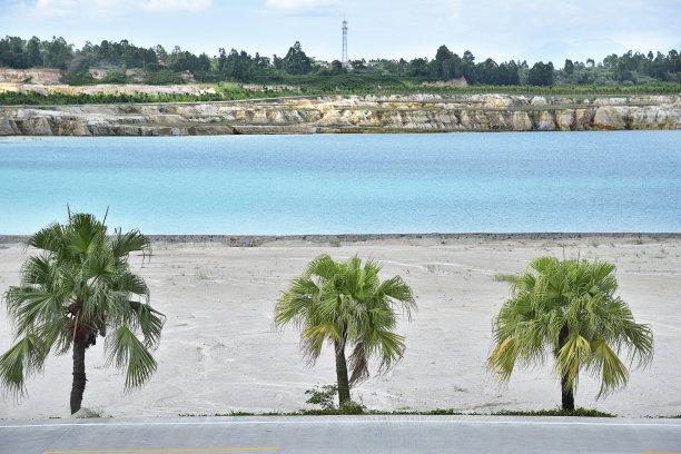 路边克列尔湖水