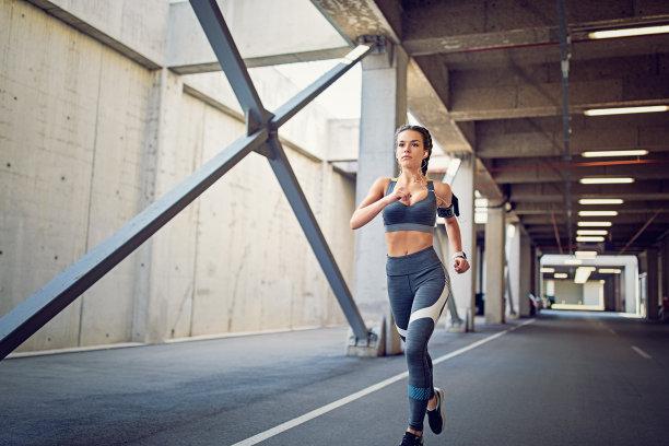 女孩慢跑女性