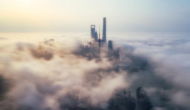高视角云中的城市