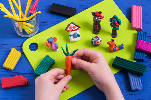 雕塑儿童儿童游戏陶土