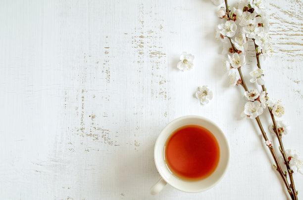 古老的留白茶杯