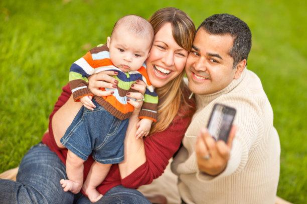 男婴父母图片