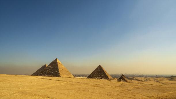 埃及开罗吉萨金字塔群