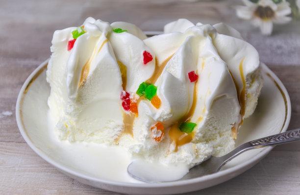 白色蛋糕甜点