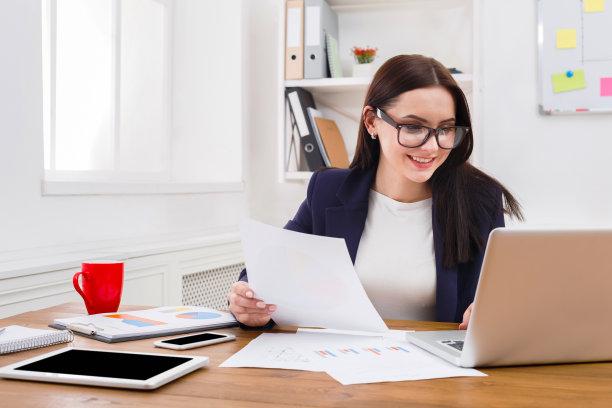 办公室女商人图片