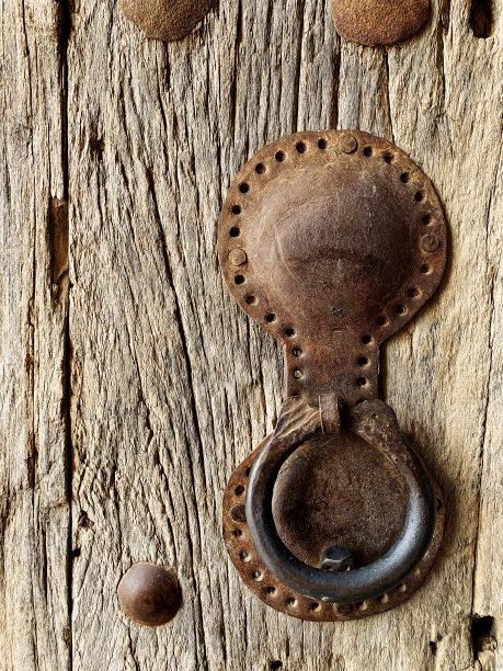 过时的木制门