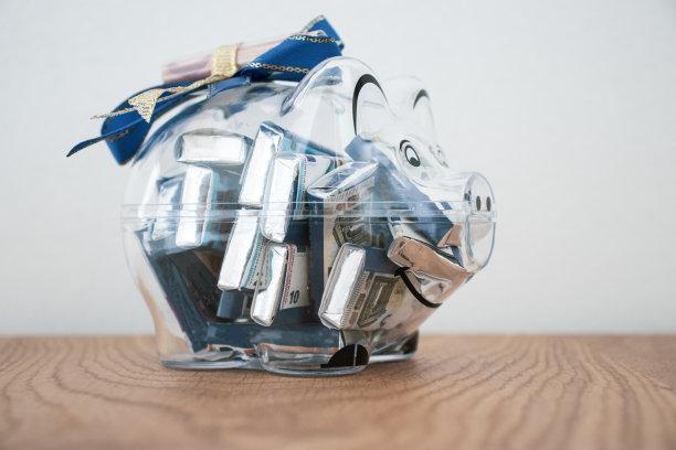 小猪扑满巧克力礼物