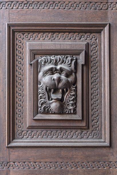 狮子门木制