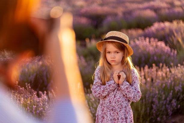 小的女孩图片