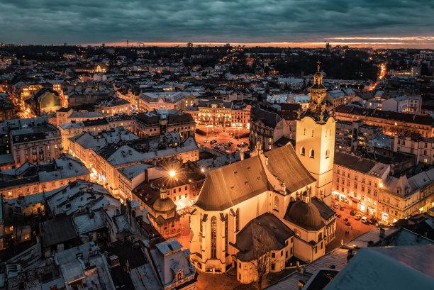 夜晚利沃夫城市
